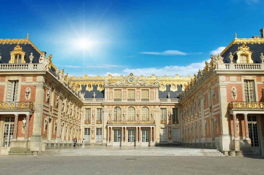ヴェルサイユ宮殿は、毎晩荷車いっぱいの死者を出して完成したというトリビア