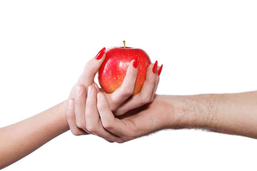 """なんでそうなった!?英語では喉仏のことを""""アダムのリンゴ""""というトリビア"""