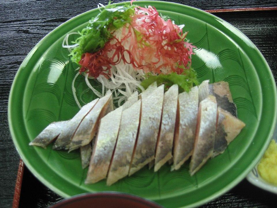 魚を凍らせたまま食べる地域があるという雑学
