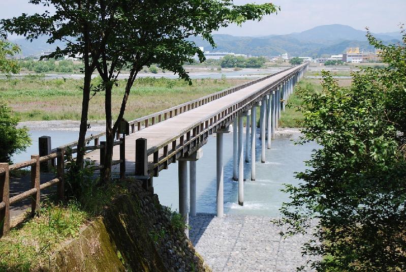蓬莱橋は全長が897.4mもある世界一長い木造歩道橋についてのトリビア