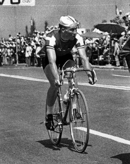 自転車の選手が覚せい剤による体調不良で転倒して死亡…以後ドーピング検査が行われるようになったというトリビア