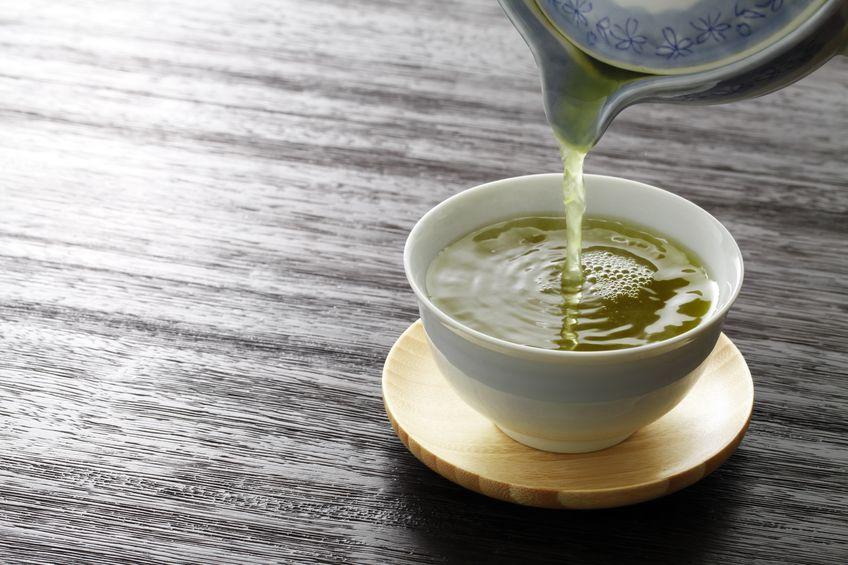 """緑茶で集中力がアップする可能性。""""カフェイン""""と""""テアニン""""の力についての雑学まとめ"""