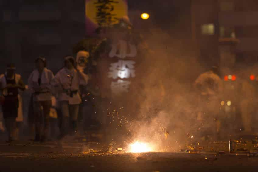 長崎県ではお盆にお墓で爆竹をするという雑学