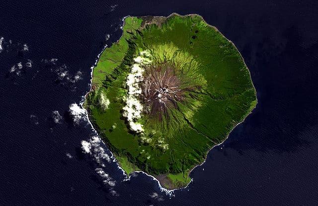 世界で一番孤立している有人島はどこ?に関する雑学