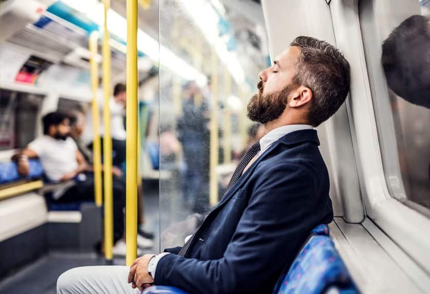 ドバイの地下鉄ではうっかり寝過ごしたりしてもアウト。公共でのルールが厳しい国だったというトリビア