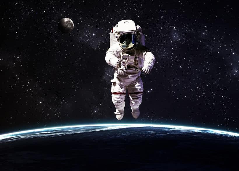 重力の関係で身長が伸びるというトリビア