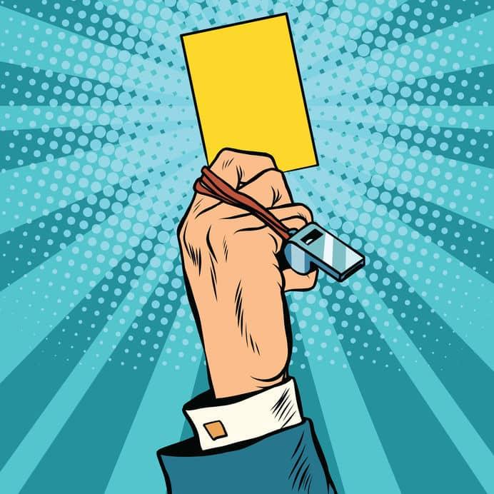 審判が選手へ出す警告や退場のカードは、信号機の色から発案されたというトリビア