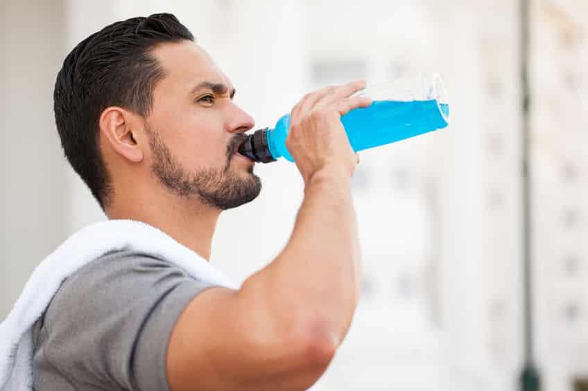 決め手は糖分の有無!水とスポーツドリンクはどちらが吸収が早い?という雑学まとめ