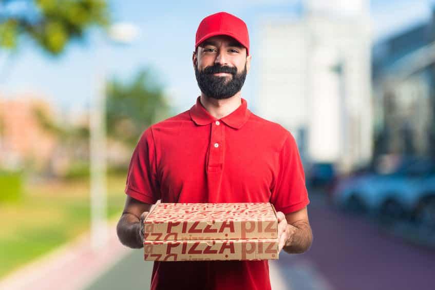 宅配ピザの紙容器は水で濡らすと捨てやすいという雑学