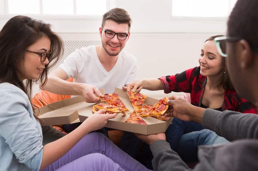 宅配ピザの紙容器は水で濡らすと捨てやすいというトリビアのまとめ
