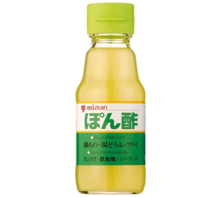 ポン酢とは本来、柑橘果汁を長持ちさせるために酢を混ぜたもの。現在一般的に「ポン酢」と呼ばれているものは、「ポン酢醤油」というトリビア