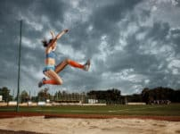 「走り幅跳び」は昔、前方宙返りを入れて跳んでいたという雑学