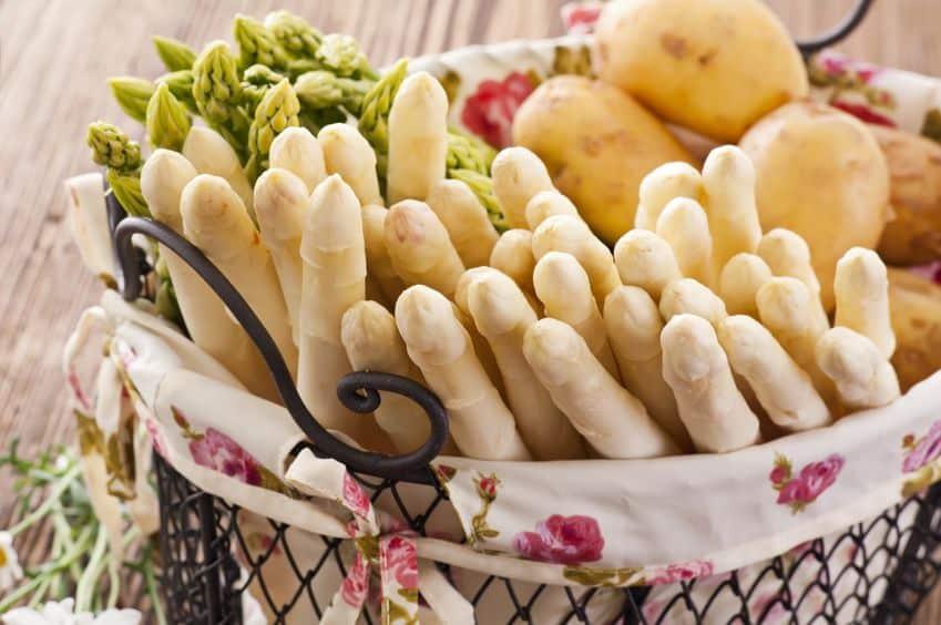 美味しくアスパラガスを食べたければ、立てて保存しようというトリビア