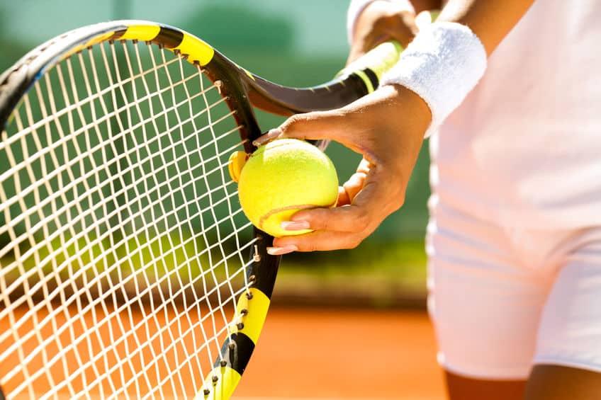硬式テニスのボールが「黄色」である理由に関する雑学