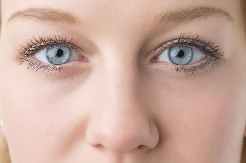 青い瞳の人はアルコール依存症になりやすいという雑学