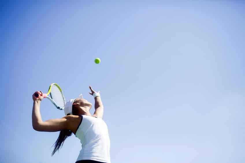 """硬式テニスのボールが""""黄色""""の理由は?もともとは黒か白だったという雑学まとめ"""