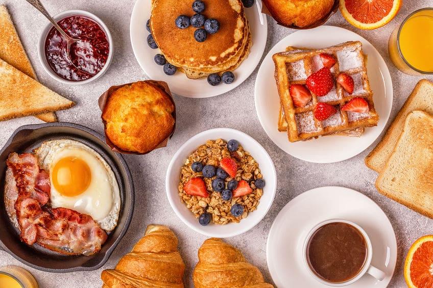 コーヒー1杯で豪華な朝食が食べられる!というトリビア