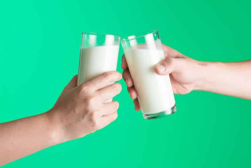 酪農が盛んな中標津町では牛乳で乾杯をするというトリビア