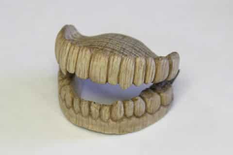 昔の入れ歯は木でできていたという雑学