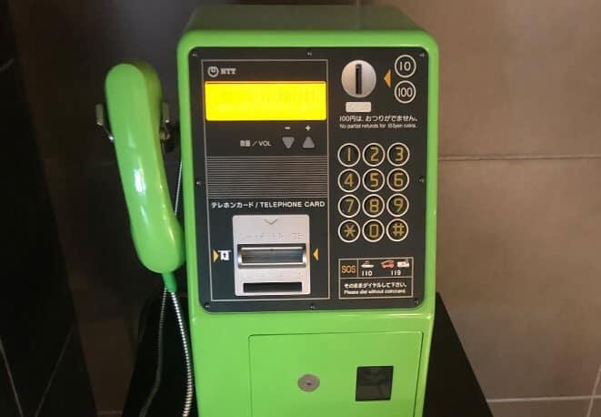 昔は公衆電話が10円で使い放題だったという雑学