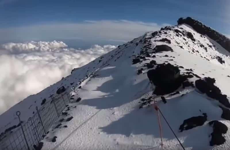 """""""富士山へGO""""の滑落事故。斜面の傾斜がすごい"""