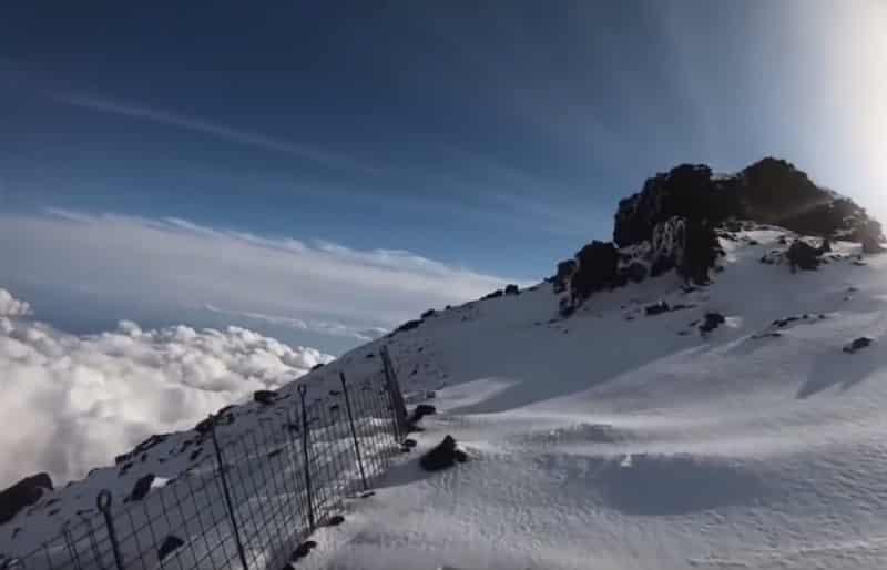 """""""富士山へGO""""の滑落事故。柵がなくなる"""