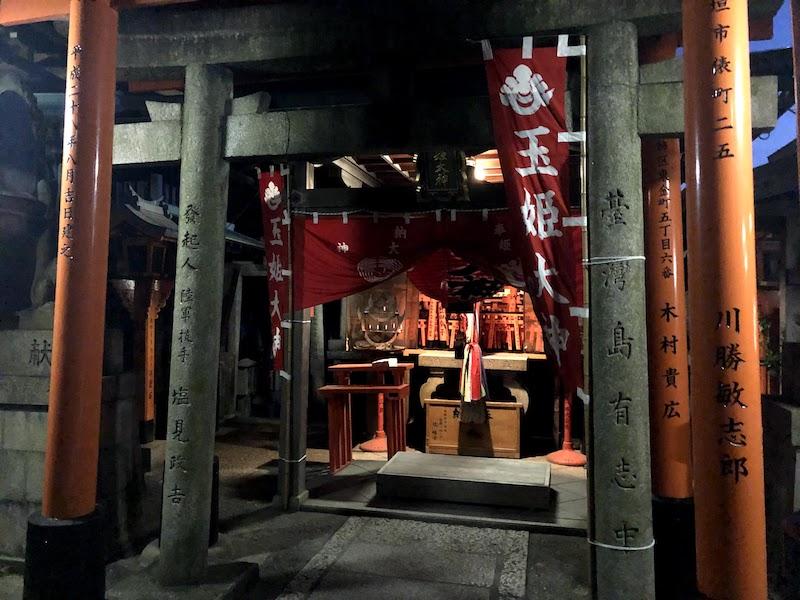 伏見稲荷大社の千本鳥居の下山途中の神社