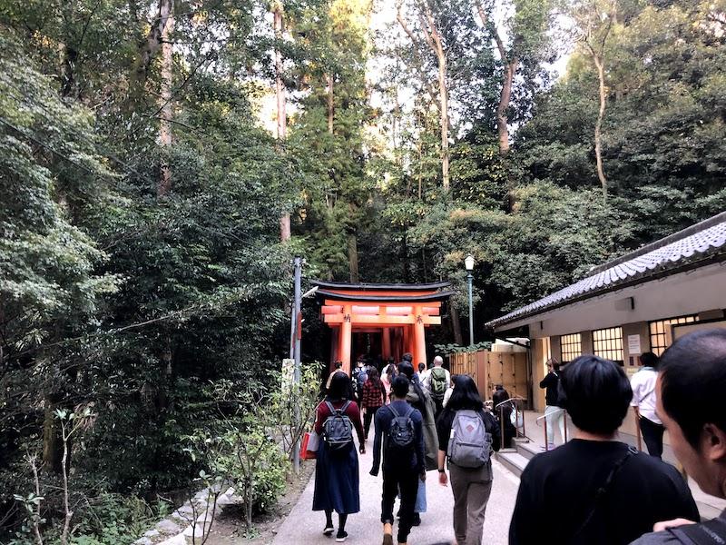 伏見稲荷大社の千本鳥居の最初の休憩所