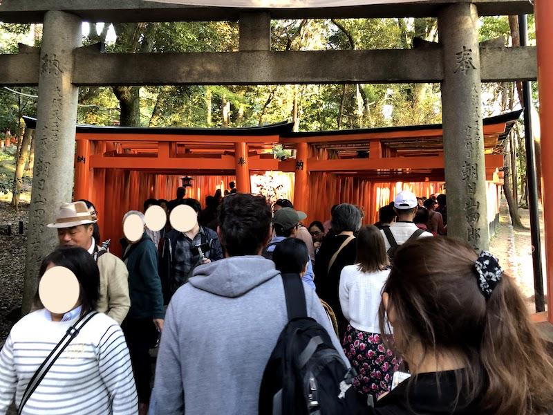 伏見稲荷大社の千本鳥居は渋谷のような混雑