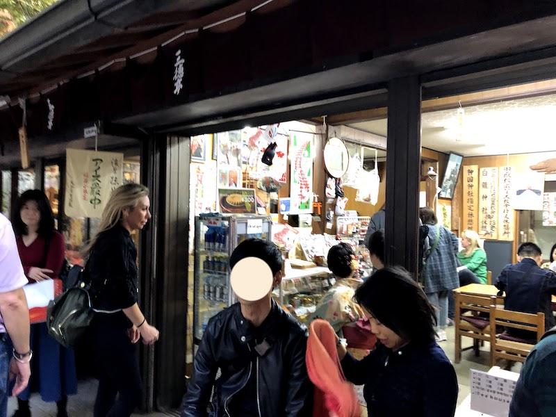 伏見稲荷大社の千本鳥居の売店