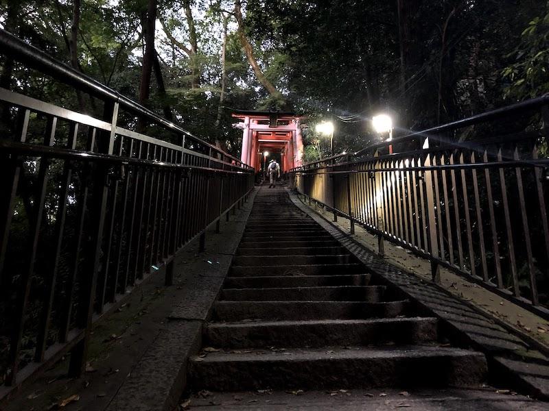 伏見稲荷大社の千本鳥居の山頂付近の傾斜