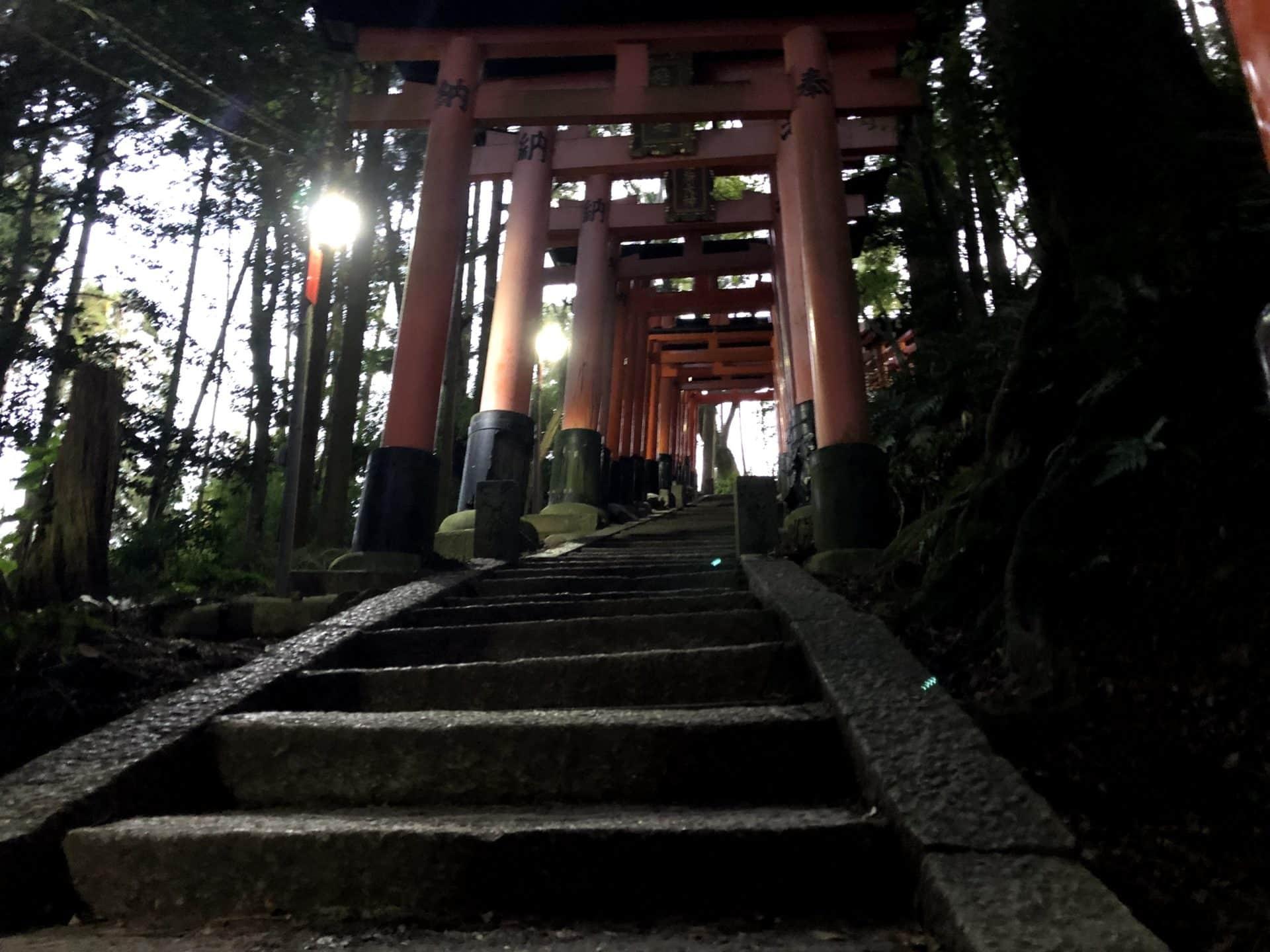 伏見稲荷大社の千本鳥居の坂の傾斜
