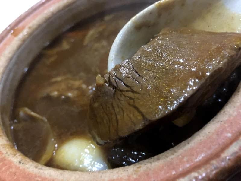 「銀の塔 祇園店」のビーフシチューの肉