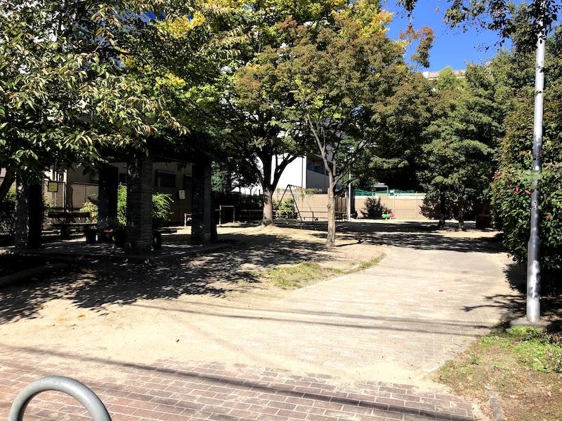 本能寺跡の近くにある本能公園の様子