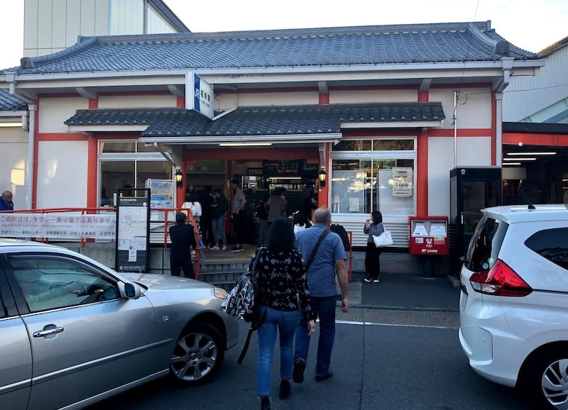 伏見稲荷大社の目の前にある稲荷駅
