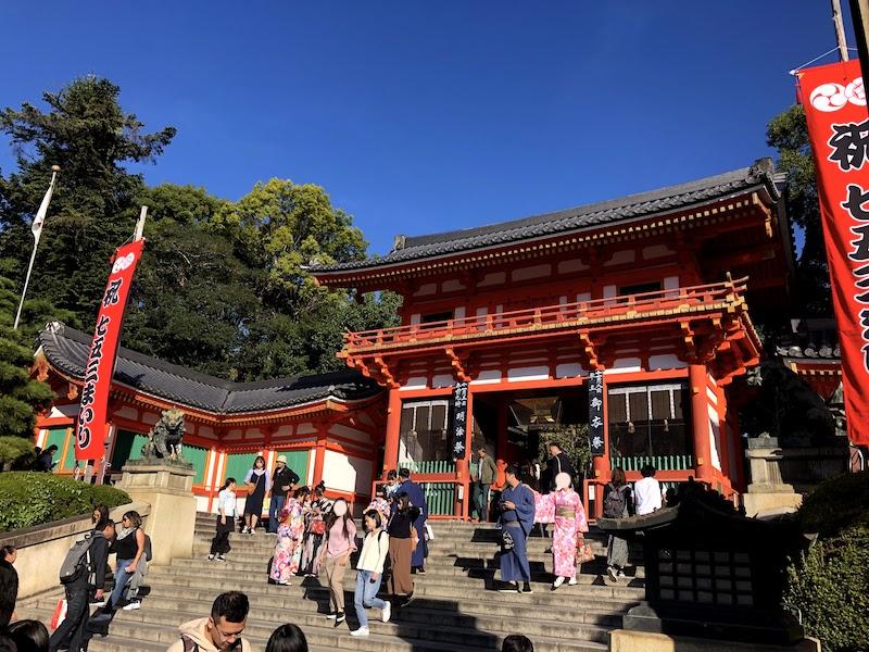 八坂神社の西門の様子