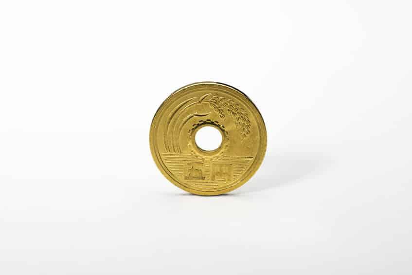 材料費の節約で穴が開けられた5円玉についてのトリビア