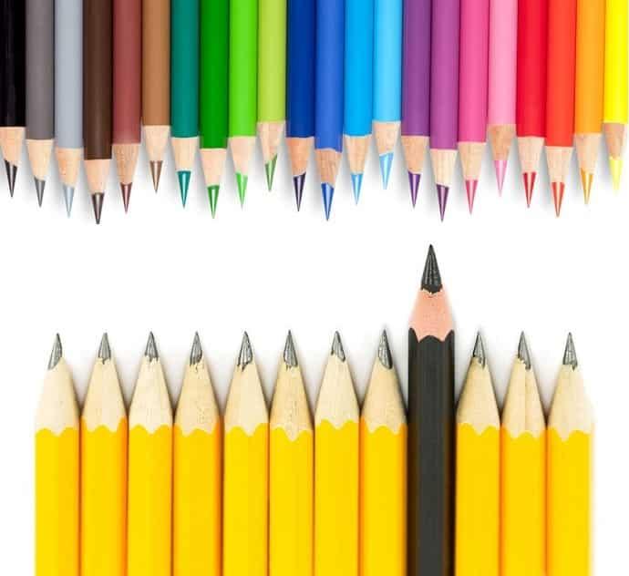 鉛筆と色鉛筆の形状の違いは、それぞれの用途と強度からというトリビア