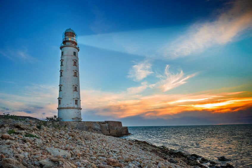 「灯台下暗し」の「灯台」は、海の灯台ではないという雑学