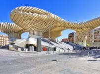 世界で一番大きい木造建造物に関する雑学