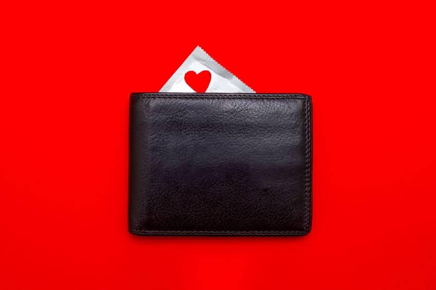 コンドーム財布に入れるのはいろんな意味でダサい