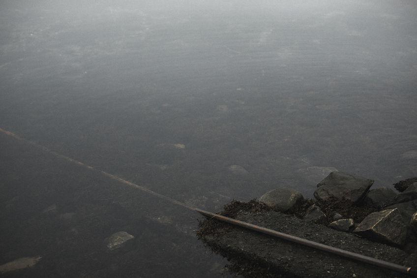 同僚女性を川に突き落とし男性逮捕。事件の概要は?