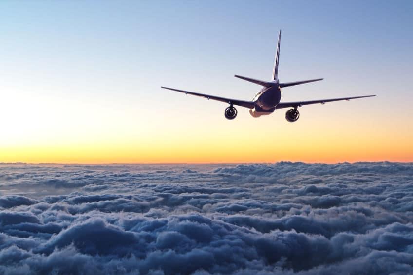 飛行機が高度1万メートルで飛ぶ理由に関する雑学