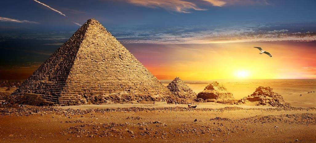 ピラミッドの由来は古代ギリシャ人が食べていた「ピューラミス」というパンについてのトリビア