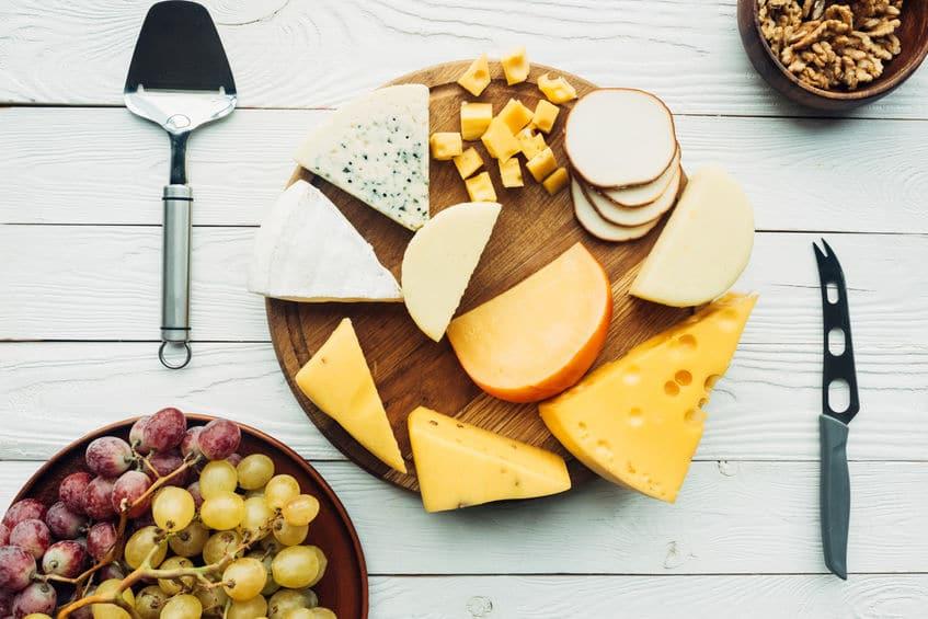 チーズ用のナイフが波打っている理由に関する雑学