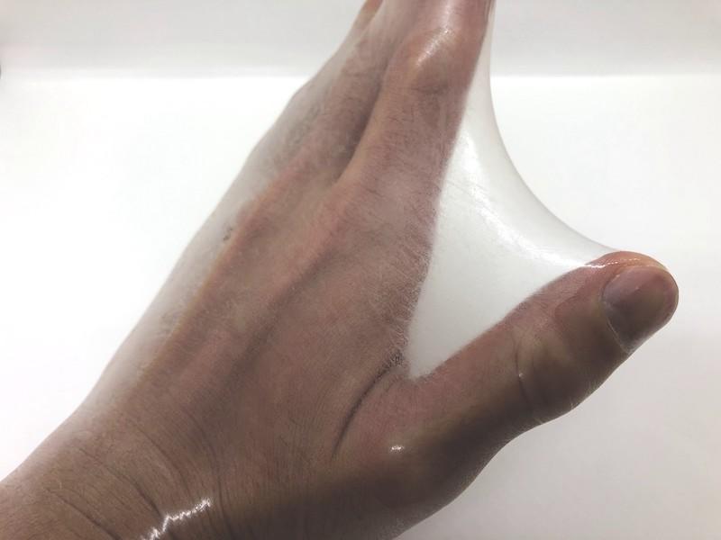 「SKYN(スキン) EXTRA LUB」の伸縮性チェック