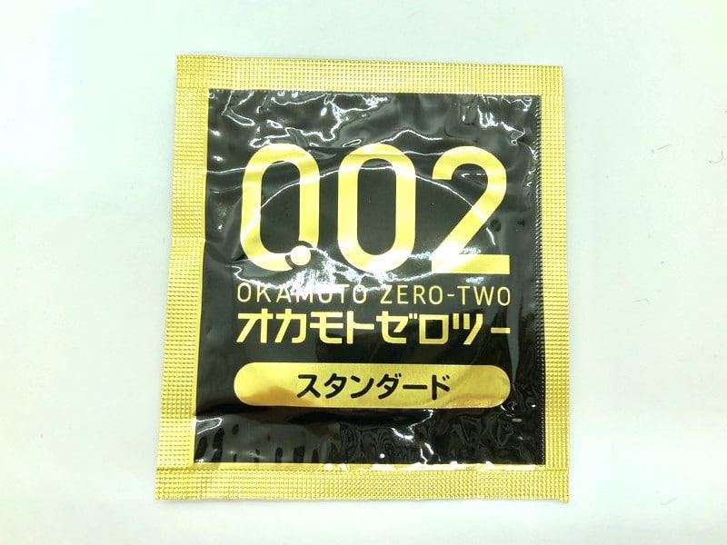 「オカモトゼロツー 0.02 スタンダード」のコンドーム袋(表)