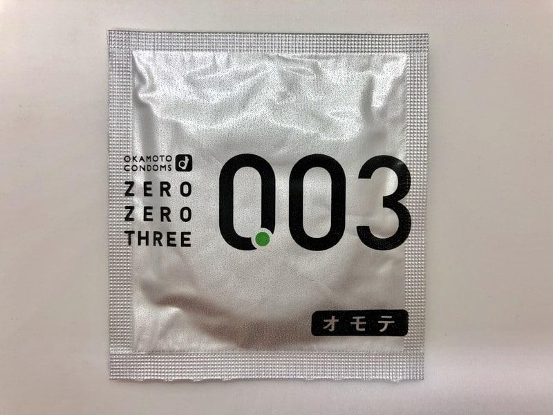 「オカモトゼロゼロスリー 0.03ミリ レギュラー」のコンドーム袋(表)
