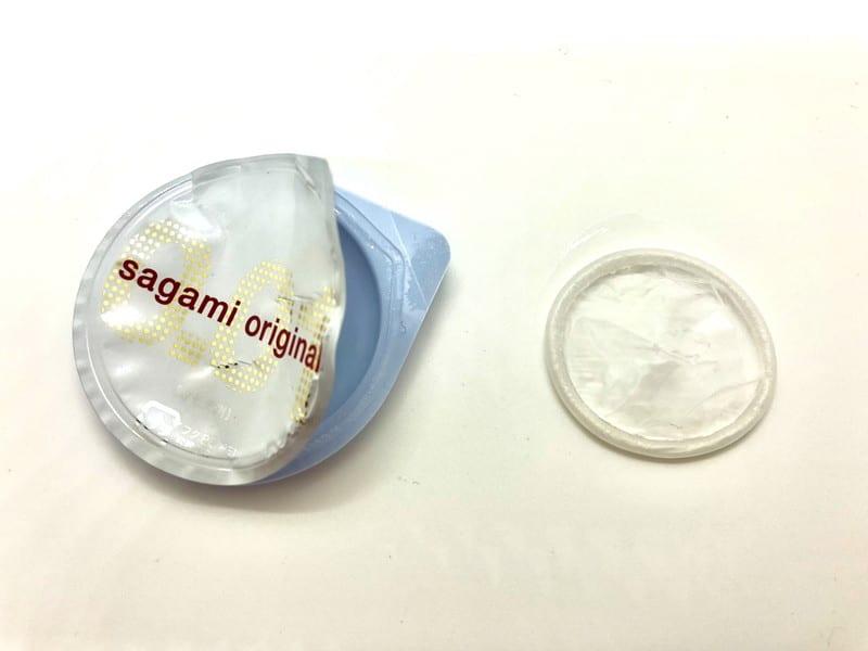 「サガミオリジナル001」をコンドーム袋から出したところ
