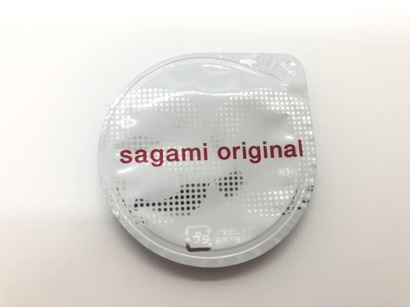 「サガミオリジナル002」のコンドーム袋(表)